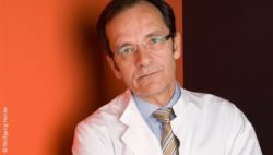 Photo: Physician in a white coat, with glasses and short brown hair - Prof. Frank Brunkhorst; Copyright: Wolfgang Hanke