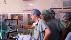 Image: surgeons during their work; Copyright: Ricardo Carrasco III, Keck Medicine USC