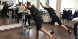 Picture: two women perform exercises and are wired with electrodes; Copyright: University of Erlangen/Wolfgang Kemmler