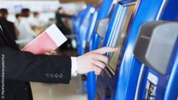 Image: A man touches a screen at a ticket vending machine; Copyright: PantherMedia/anyaberkut