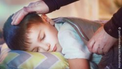Image: little boy resting his head on a pillow, sleeping; Copyright: panthermedia.net/subbotina