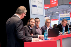 Foto: MEDICA HEALTH IT FORUM - panel discussion participants on Red Stage
