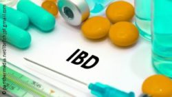 Image: White paper with IBD written on it. Pills are lying around the letters; Copyright: panthermedia.net/lbrfzhjpf.gmail.com