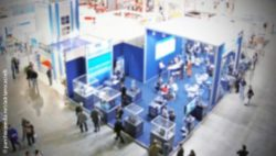 Image: view at a trade fair from above; Copyright: panthermedia.net/adrianocastelli