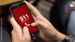 Image: smartphone calling the 911; Copyright: panthermedia.net/georgejmclittle