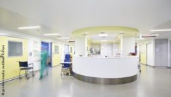 Image: The lobby of a hospital ward; Copyright: panthermedia.net/Axel Killian