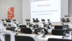 Photo: Lecture room with microscopes; Copyright: Messe Düsseldorf/ ctillmann
