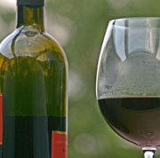 Picture: Glas and bottle of red wine