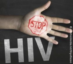 Image: On a hand is painted a stop sign. In the background is written in big letters HIV; Copyright: panthermedia.net/filipefrazao