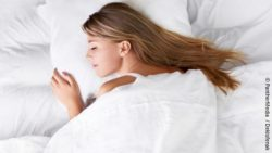 Image: woman sleeping in a bed; Copyright: PantherMedia  / Deklofenak