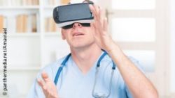 Image: Doctor with VR glasses; Copyright: panthermedia.net/Amaviael