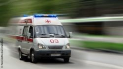 Image: Blurred picture of an ambulance driving on a road; Copyright: PantherMedia/inhabitant
