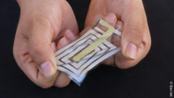 Image: stretchable sticker for the skin; Copyright: Bao lab