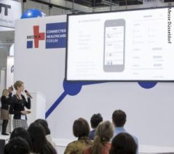 Photo: Speaker and visitor at a lecture in the MEDICA CONNECTED HEALTHCARE FORUM; Copyright: Messe Düsseldorf