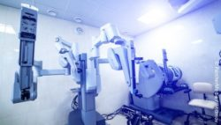 Image: robotic-assisted system; Copyright: panthermedia.net/wedmov