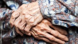 Image: wrinkled hands of an old woman; Copyright: panthermedia.net/ia__64