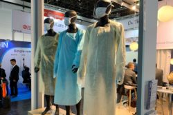 Photo: Several mannequins in protective gowns; Copyright: beta-web/Schlüter