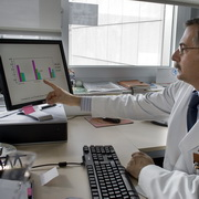 Photo: Doctor points to the statistic on the computer screen