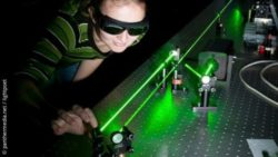 Image: scientist researches with light; Copyright: panthermedia.net / lightpoet